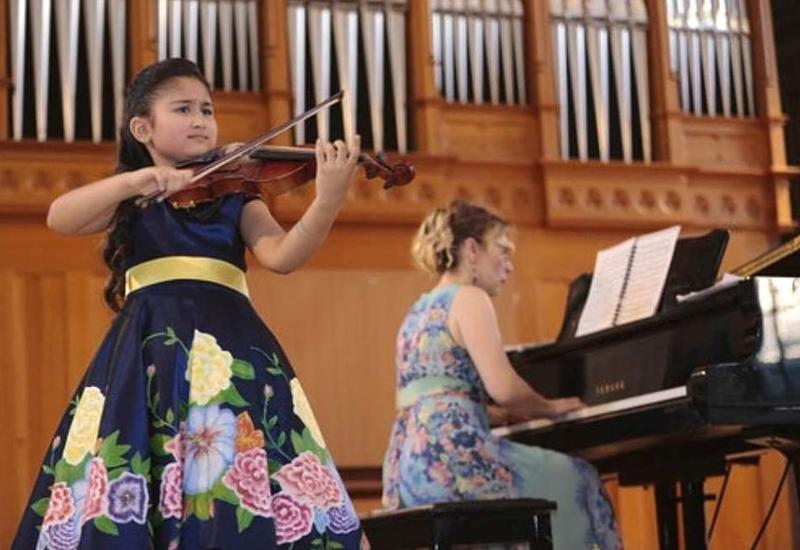 В Баку прошел невероятный концерт юной скрипачки