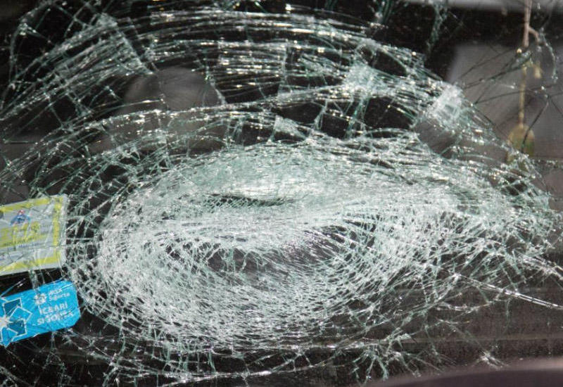 """Abşeronda """"Mercedes"""" betona çırpıldı: sürücü öldü"""