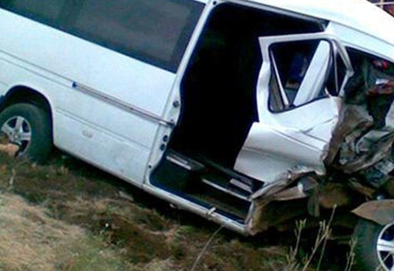 Qaradağda mikroavtobus aşdı - 3 əcnəbi vətəndaş öldü