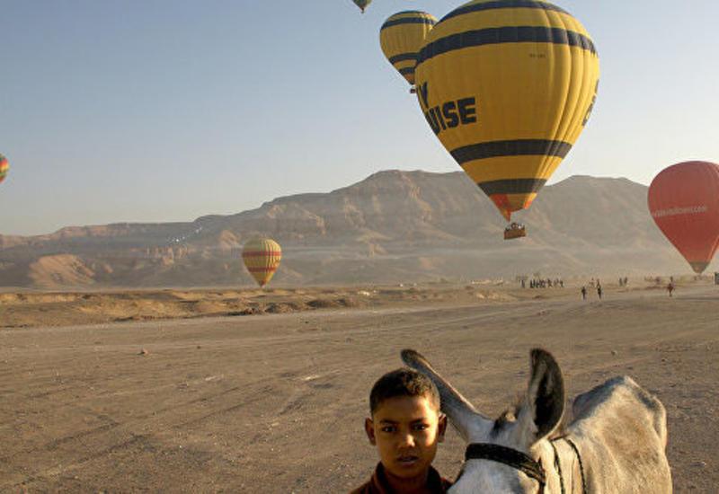 В Египте сильный ветер унес в горы воздушный шар с туристами