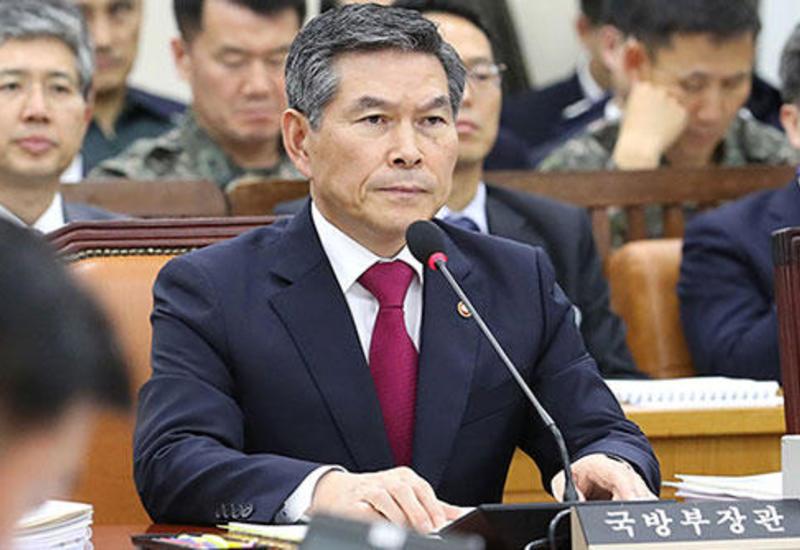 Глава Минобороны Южной Кореи извинился за инцидент с пересекшей границу шхуной из КНДР