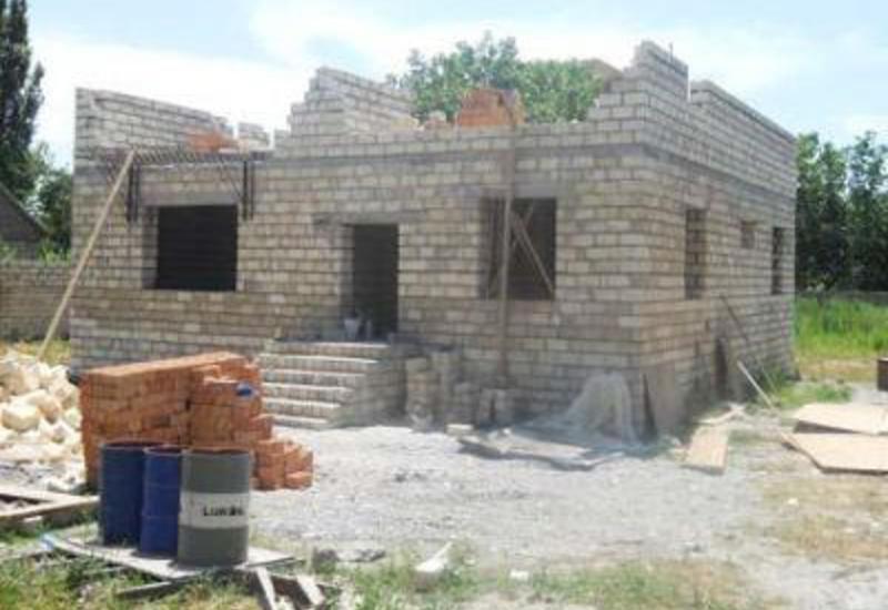 В Шамахе строят дома для пострадавших от землетрясения семей