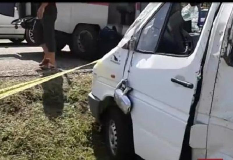 Bakı-Qazax şosesində üç mikroavtobus toqquşub: yaralılar var