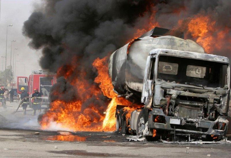 В Шеки загорелся бензовоз
