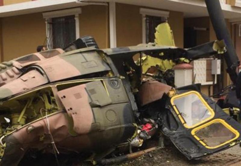 В Токио разбился военный вертолет
