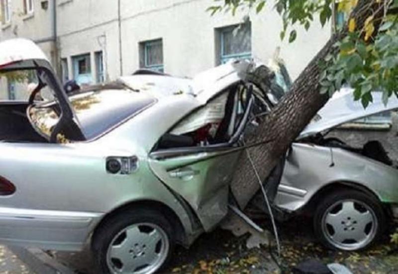 Тяжелая авария в Агджабеди, есть погибший и раненая