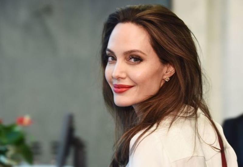 Анджелину Джоли заметили на свидании с популярным рэпером