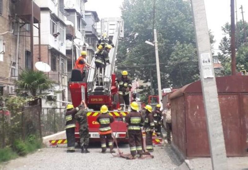 Пожар в жилом здании в Гяндже, жильцы эвакуированы