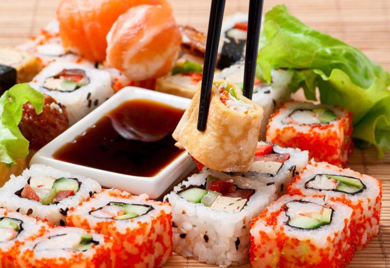 9 верных признаков того, что многие едят суши неправильно