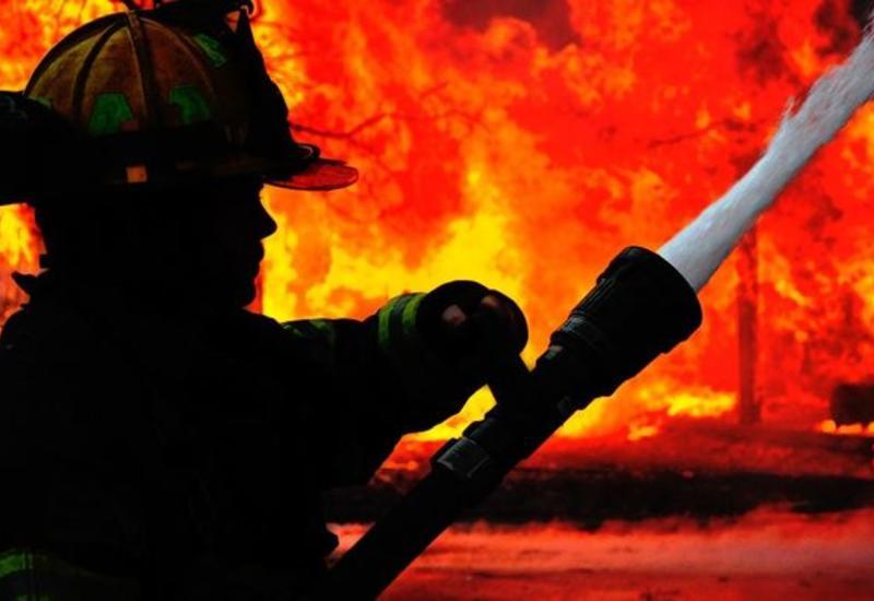 Пожар на буровой установке в Баку