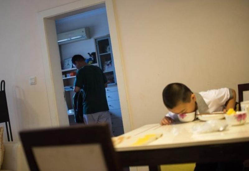 Мальчик ест пять раз в день и поправился за 3 месяца на 14 кг: и всё ради спасения папы