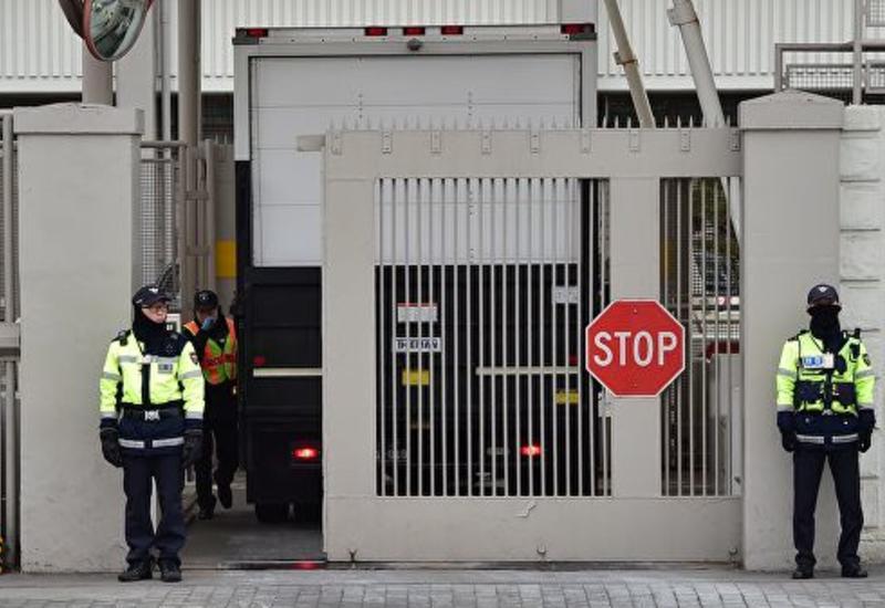 Автомобиль протаранил ворота посольства США в Сеуле