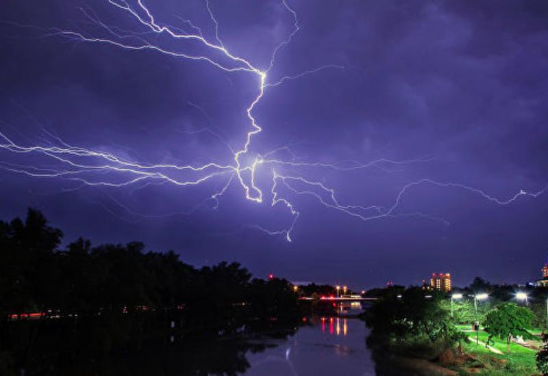 Японские физики научились предсказывать удары молний