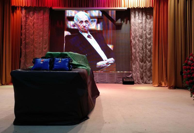 В Баку проходит церемония прощания с Ширмамедом Гусейновым
