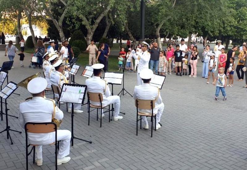 В Баку организованы выступления военных оркестров