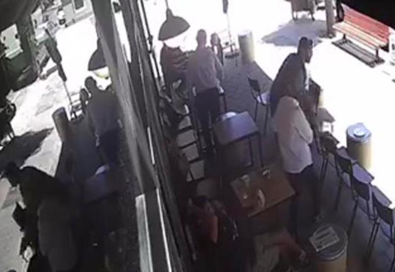 Посетитель кафе остановил вора метким броском стула