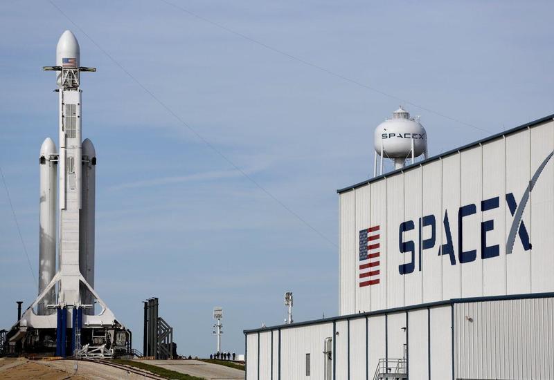 SpaceX отложила запуск ракеты-носителя с более чем 140 спутниками