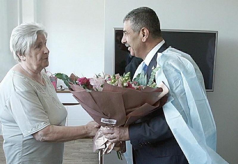 Закир Гасанов посетил мать Национального героя Азербайджана, проходящую лечение в Минске