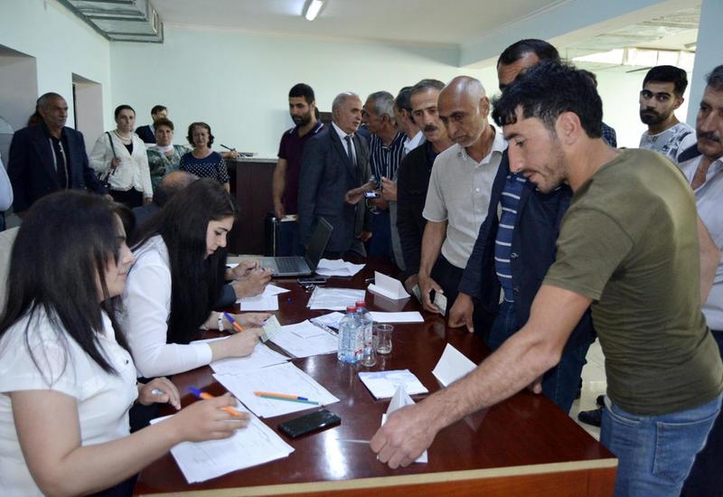 В регионах Азербайджана проходят ярмарки труда
