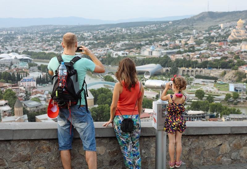 Российские туристы отправляются в Грузию через Азербайджан