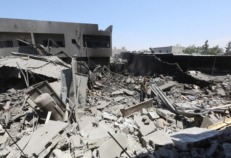 Число жертв авиаудара по центру содержания мигрантов в Ливии возросло до 60