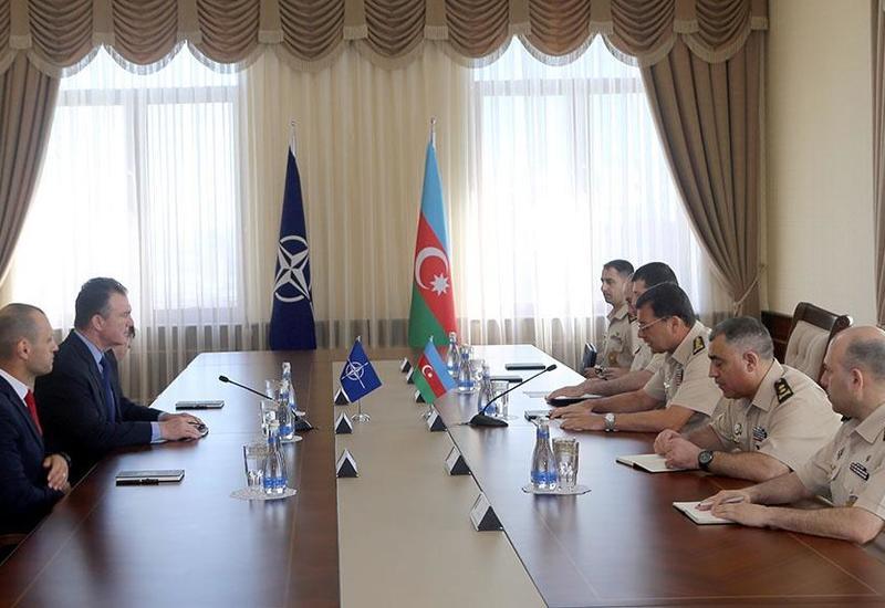 Командующию штаба спецопераций НАТО на переговорах в Баку