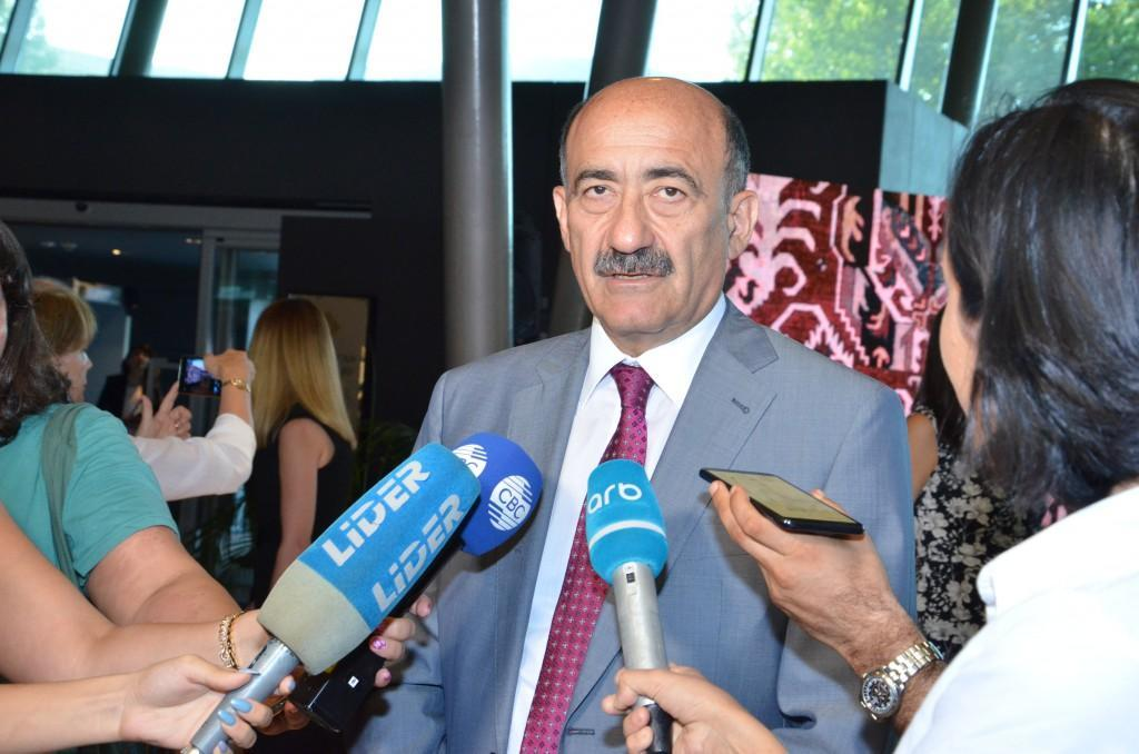 Азербайджанские ковры из Лувра впервые экспонируются в Баку