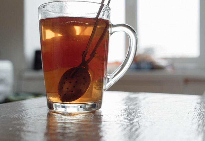 Чем опасен вчерашний чай?