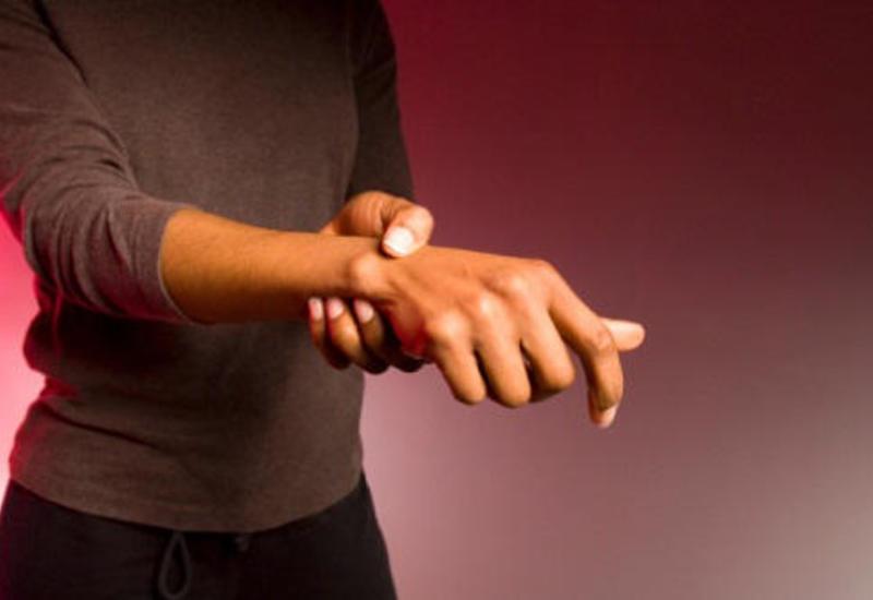 Врачи научились возвращать подвижность парализованных рук