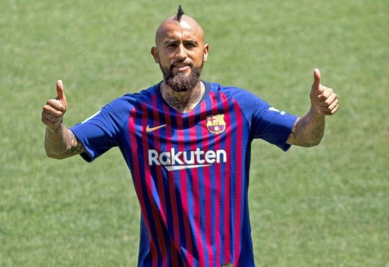 """""""Барселона"""" отказалась от обмена Видаля на Наингголана"""