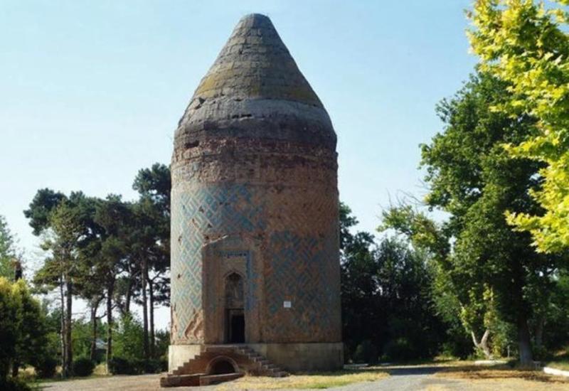 Поврежденный армянами мавзолей и другие уникальные памятники Барды
