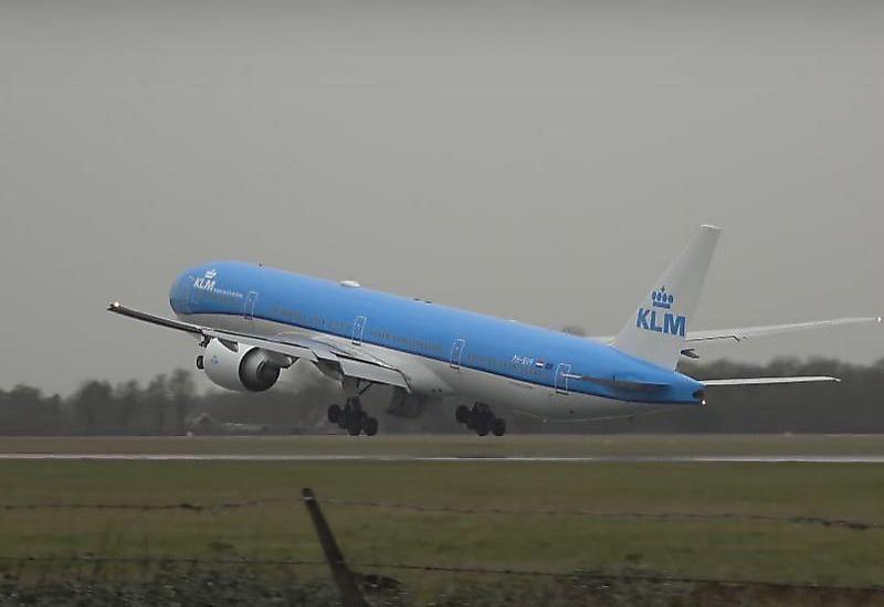 Пилот самолёта прервал посадку в считанных сантиметрах над землёй