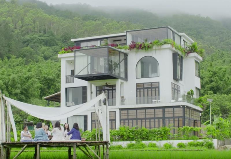 7 подружек купили особняк мечты за 4 млн, чтобы вместе встретить в нем старость