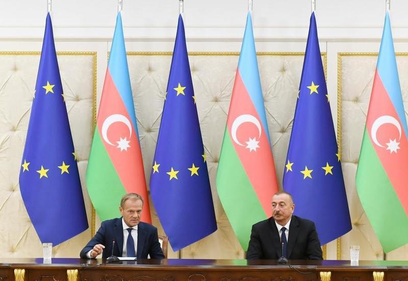 Дональд Туск: Нагорно-карабахский конфликт должен быть урегулирован не вооруженным, а лишь политическим путем на основе принципов международного права