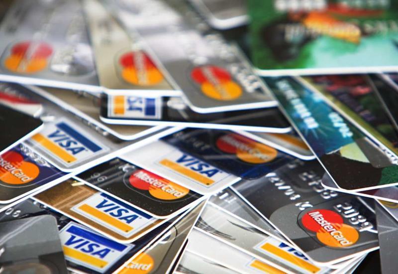 В Азербайджане растет объем безналичных платежей