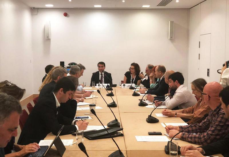Хикмет Гаджиев огласил внешнеполитические приоритеты Азербайджана в Chatham House