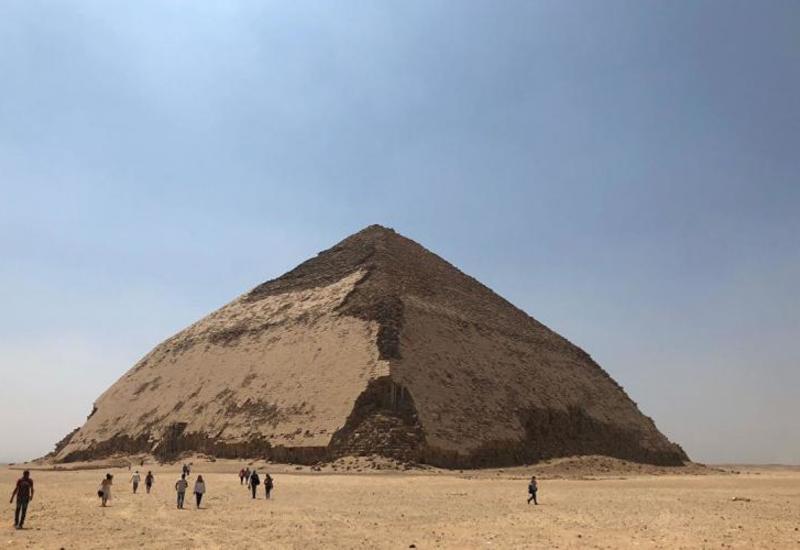 В Египте уникальную «ломаную» пирамиду открыли для туристов