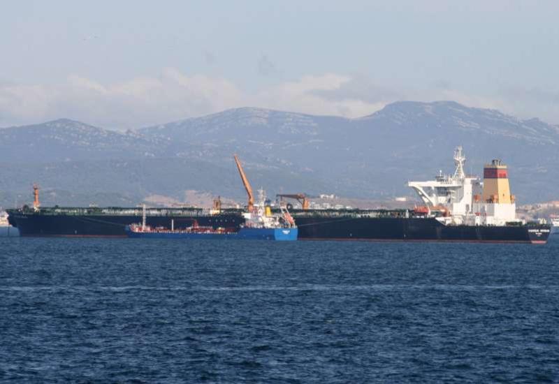 Задержанный в Гибралтаре экипаж иранского танкера отпустили под залог