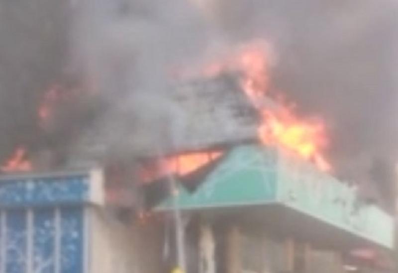 Пожар в известном торговом центре в Баку