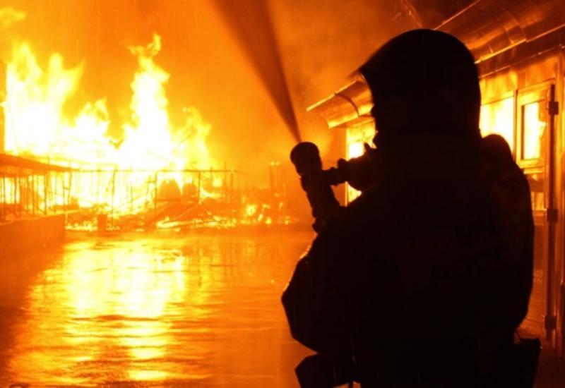 Сильный пожар на центральном рынке в Сабирабаде
