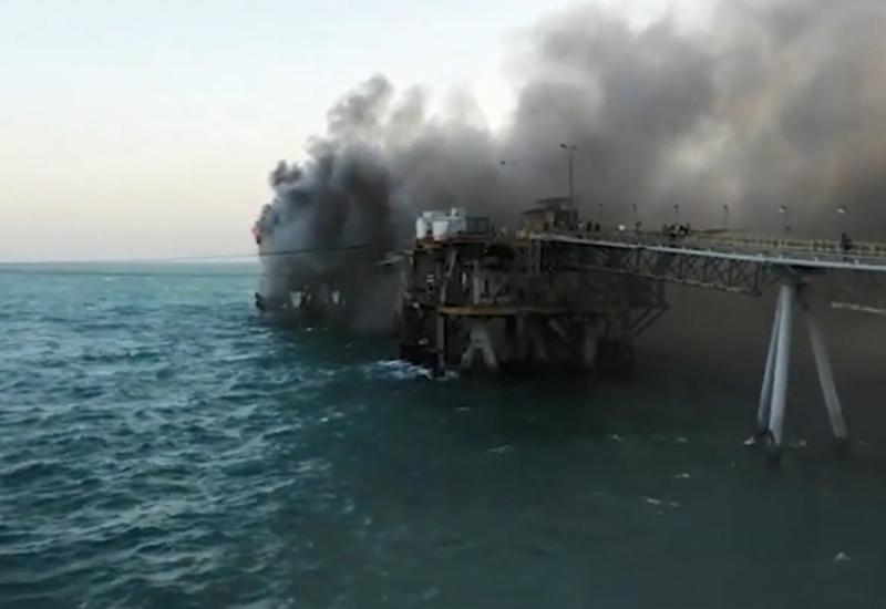 Появились кадры пожара на нефтяном терминале в иракском порту