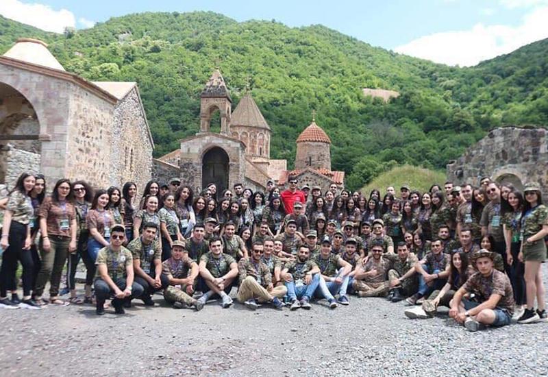 В оккупированном Карабахе готовят армянских боевиков против Грузии