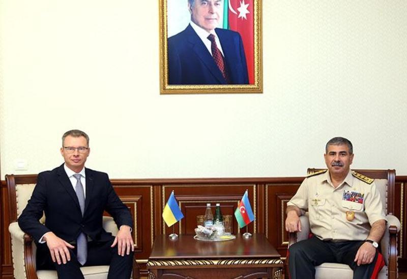 Закир Гасанов обсудил с новым послом Украины в Азербайджане военное сотрудничество