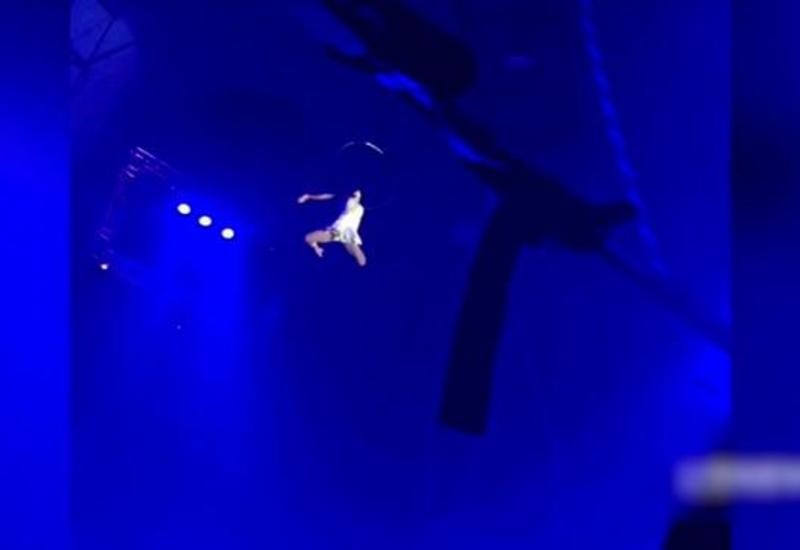 Зрители думали, что смотрят трюк, пока не поняли, что циркачка разбилась