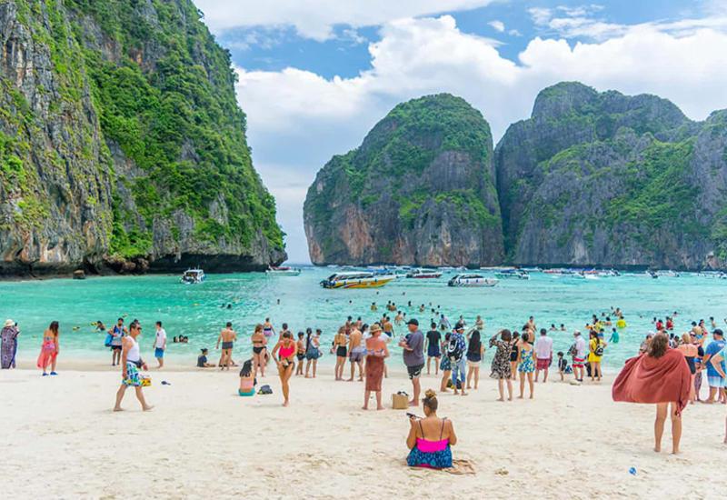 В Таиланде задержали туристов, которые купались голыми в море