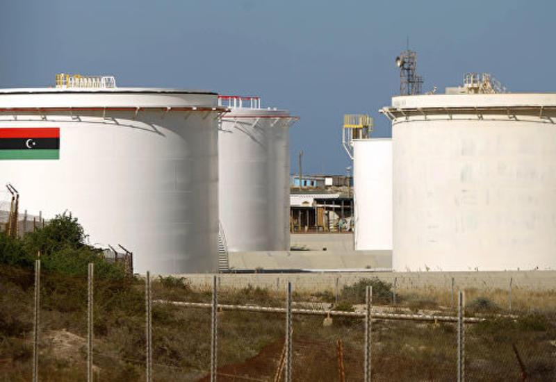 На крупнейшем месторождении в Ливии приостановили добычу нефти