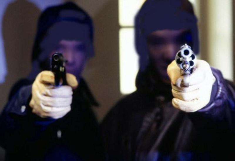 Вооруженные люди в масках устроили налет на торговый центр в Париже