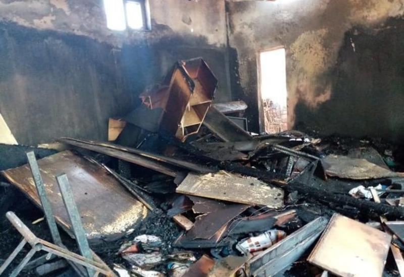 Сильный пожар в Барде: предприниматели понесли убытки в полмиллиона манатов
