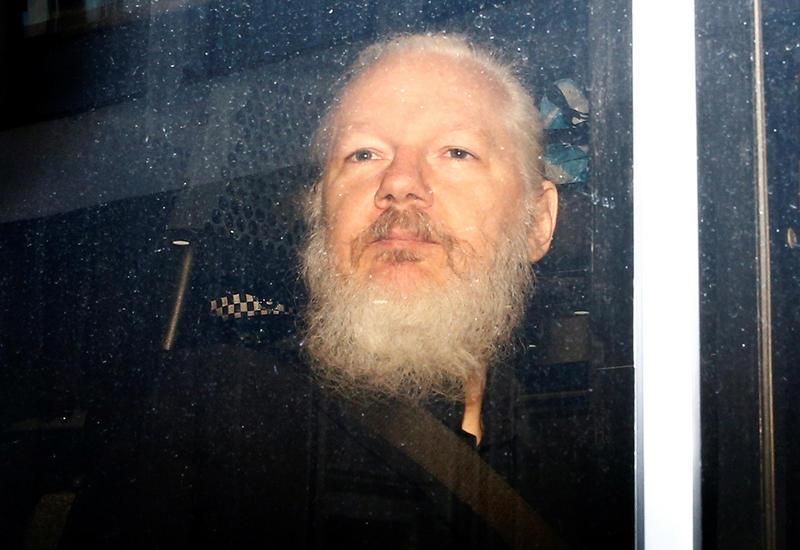Ассанжа заподозрили в шпионаже в посольстве