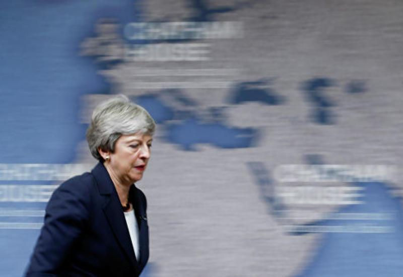 Парламент проводил премьера Британии Мэй аплодисментами